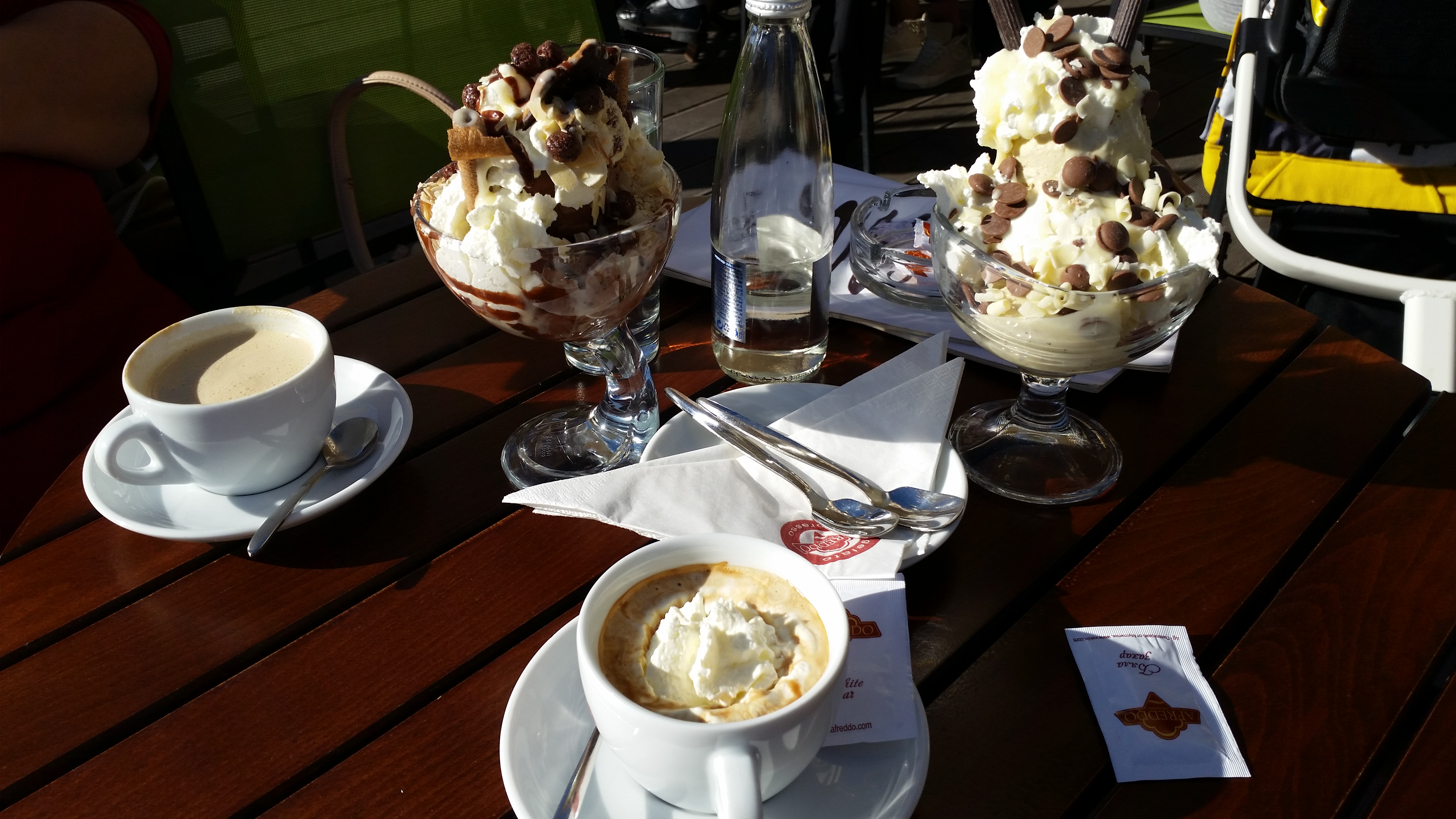 Сладолед и кафе