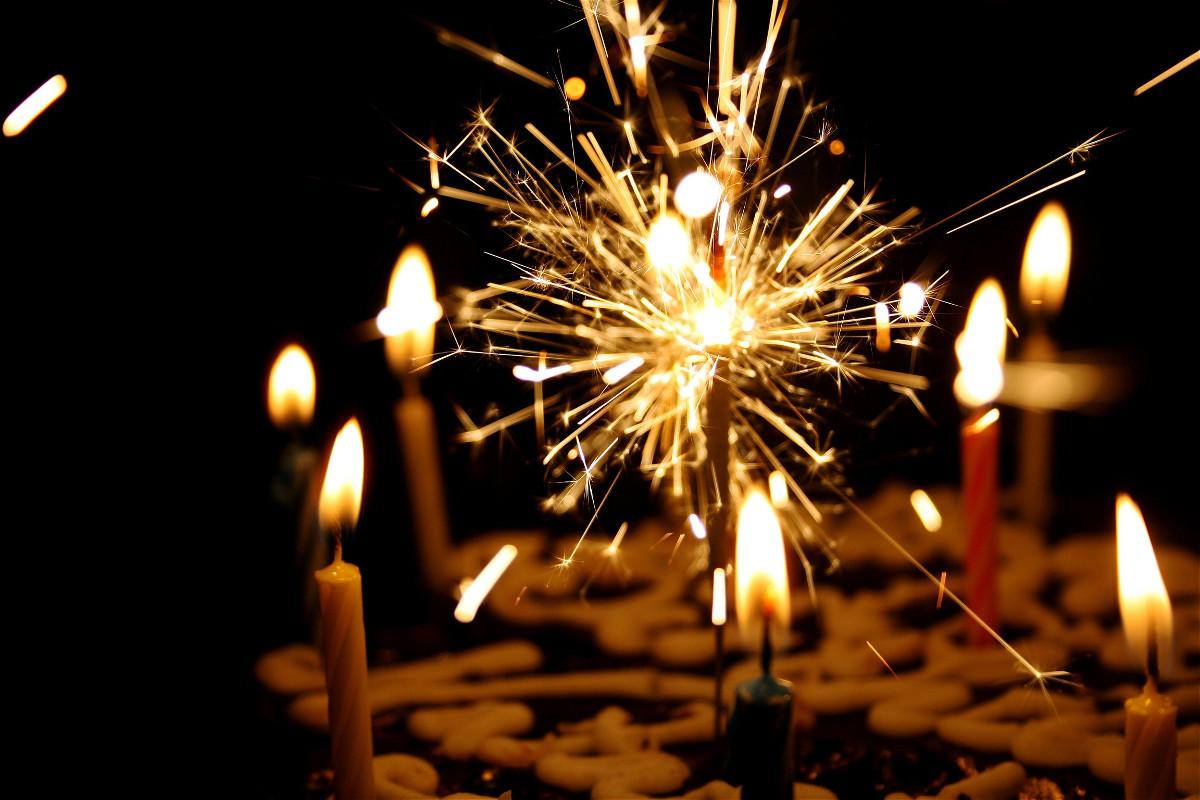 Юбилей (торта с бенгалски огън)